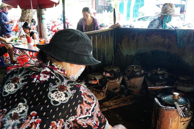 Quán bánh xèo thịt bò để khách tự phục vụ, tính tiền ở Gia Lai