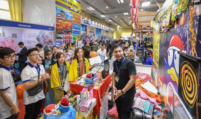Những món ăn và trò chơi hút khách ở hội chợ du lịch