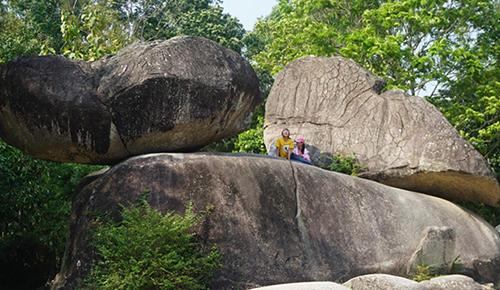 Lễ hội tình yêu sẽ được tổ chức quanh khu vực Hòn Trống Mái trên núi Trường Lệ. Ảnh: Lam Sơn.
