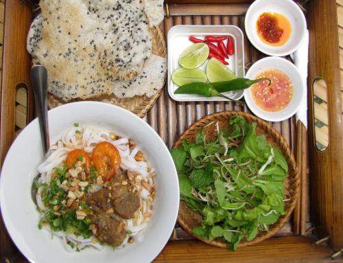 Chu Lai - mì quảng:  Đến Chu Lai mà không thưởng thức mì quảng sẽ là một thiếu sót lớn. Món ăn nức tiếng Quảng Nam được chế biến từ gạo, cán mỏng lá bánh rồi thái thành sợi sau đó được dùng kèm thịt heo, gà, cá... Mì dùng với ít nước lèo kèm bánh tráng, chanh, ớt và rau xanh tạo vị thanh mát, phù hợp cho du khách chống đói giữa trưa hè oi ả.