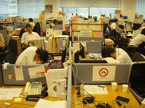 Thói quen inemuri của dân công sở Nhật Bản. Ảnh:Hiroo Yamagata/Flickr.