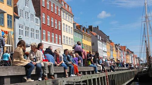 Người Đan Mạch thường thích bỏ qua mọi thứ không vui, chấp nhận và tiếp tục tiến về phía trước, thay vì ngồi đó ca thán. Ảnh: BBC.