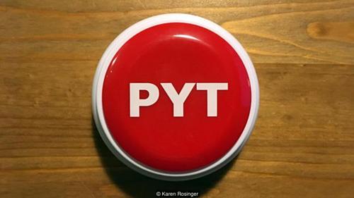 Du khách khi đến Đan Mạch thường mua các món đồ lưu niệm có chữ Pyt tại các cửa hàng địa phương. Ảnh: BBC.