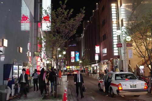 Nakasu được biết là một khu phố đèn đỏ nổi tiếng ở Fukuoka. Ảnh: Phong Vinh.