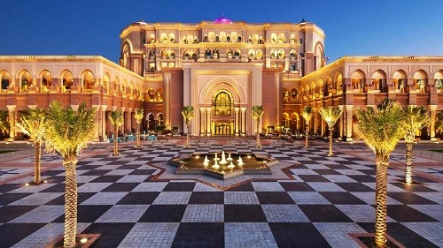 Thưởng thức café và bánh ngọt phủ vàng tại đây và tận hưởng cảm giác vương giả tại khách sạn Emirate Palace.