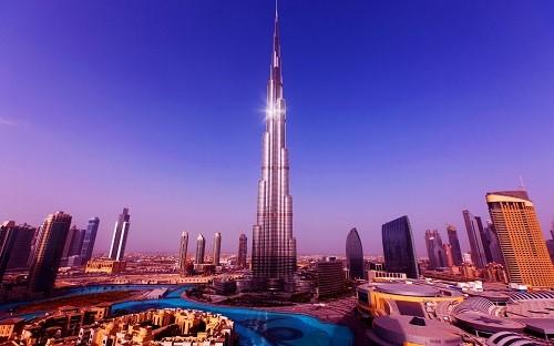Tốn kém tới gần 20 tỷ USD mới hoàn thiện được công trình kiến trúc độc đáo thách thức gió cát sa mạc này.