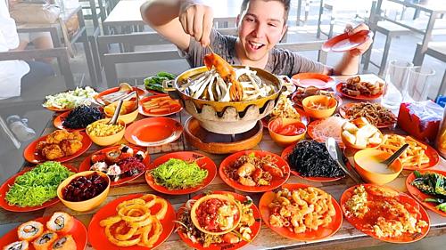 Nhà bếp trong các nhà hàng buffetthườngphục vụ đồ ăn cao cấp với lượng vừa phải, theo từng phần nhỏ. Ảnh