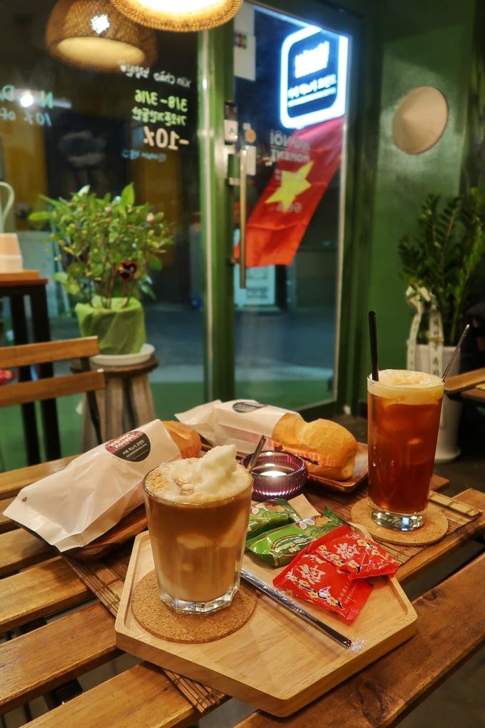 Quán cà phê, bánh mì Hà Nội giữa lòng Seoul