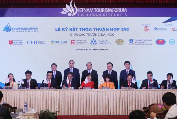 Các trường đại học tại TP HCM ký kết hợp tác về đào tạo nguồn nhân lực du lịch.