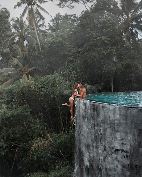 Cặp đôi tận hưởng kỳ nghỉ trongkhu nghỉ dưỡng trong khu nghỉ dưỡngKayon Jungle ở Bali, Indonesia. Ảnh:Positravelty.
