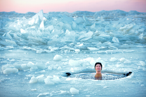 Cách tắm nghe đã thấy bị đóng băng ở châu Âu