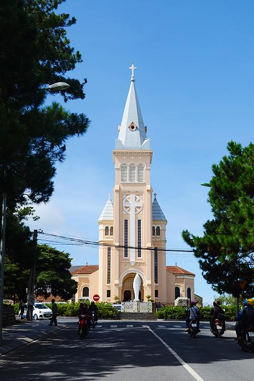Những nhà thờ kiến trúc Pháp nổi tiếng ở Việt Nam