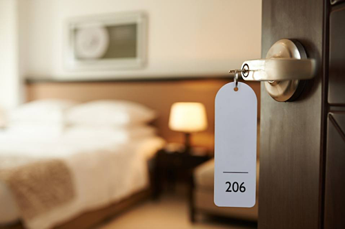 Giường, đệm trong khách sạn đôi khi cũng không sạch như màu trắng của chúng. Ảnh: Cheat sheet.