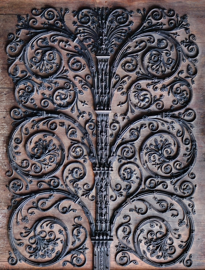 Cánh cửa nhiều tin do quỷ dữ tạo ra trong nhà thờ Đức Bà Paris