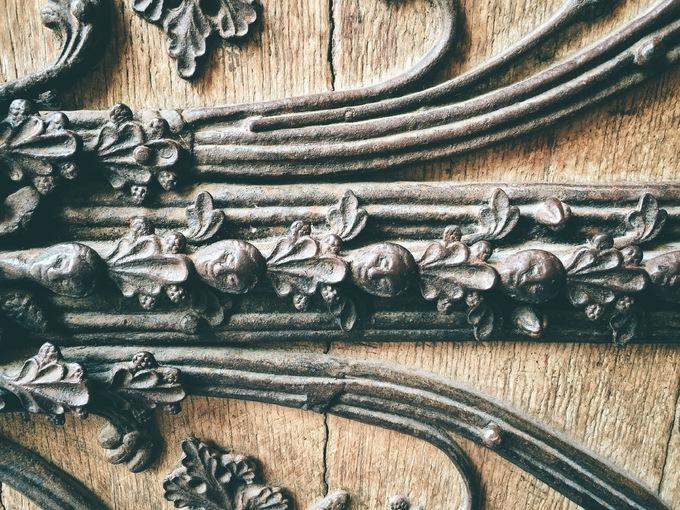 Cánh cửa bí ẩn trong nhà thờ Đức Bà Paris
