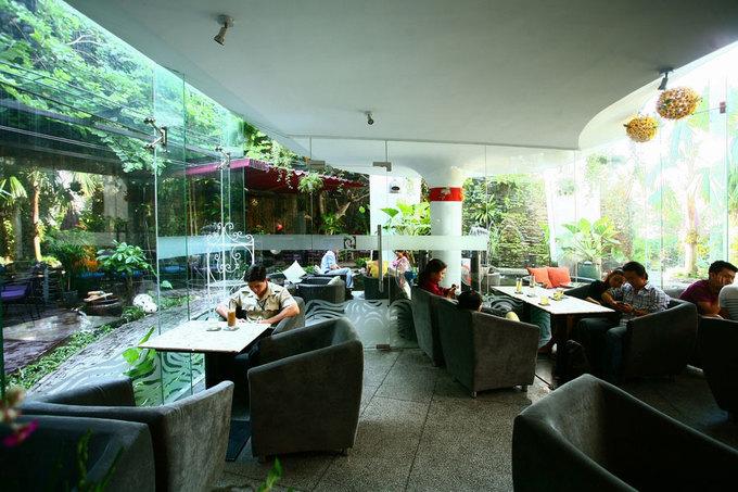 Quán cà phê xanh mát để trốn nắng ở Sài Gòn