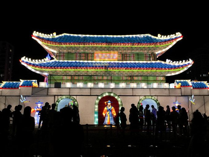Những kỳ quan thế giới thu nhỏ phát sáng giữa lòng Sài Gòn