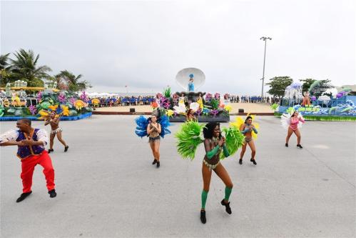 Vũ công quốc tê gây ấn tượng mạnh tại Carnival biển Sầm Sơn.