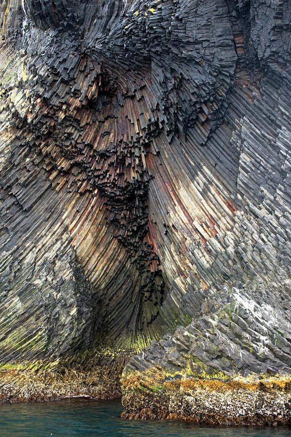 Ghềnh đá đĩa khổng lồ có hình dạng giống con voi ở Iceland