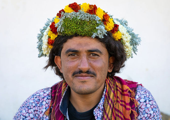 Nơi đàn ông đội hoa trên đầu để làm đẹp và chữa bệnh