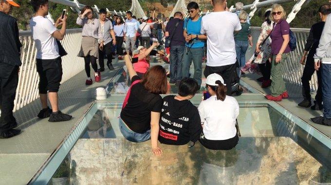Khách Mỹ thất vọng khi đến cầu kính cao nhất thế giới ở Trung Quốc