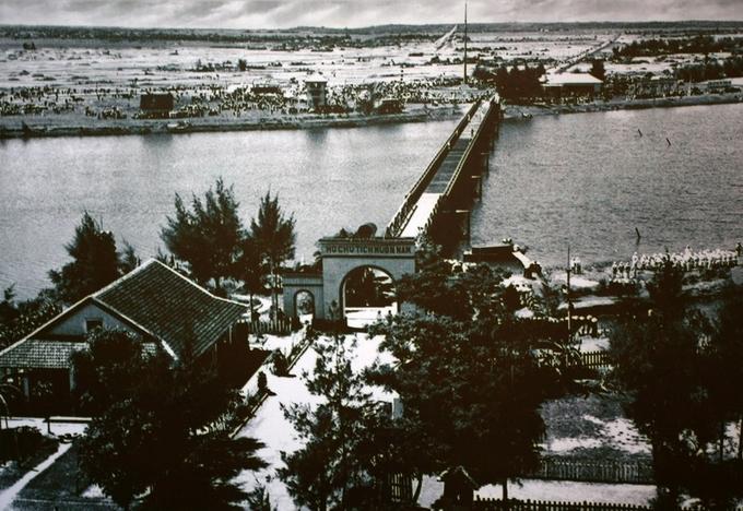 Cây cầu gần 200 m từng là ranh giới chia đôi đất nước