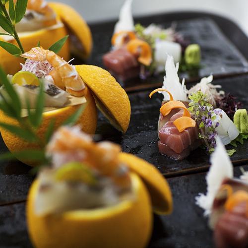 Nguyên liệu món ăn tại YEN Sushi Premium được tuyển chọn rất kỹ, và nhập hoàn toàn từ chợ cá Toyosu tại Tokyo.