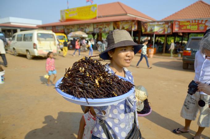 Nhện độc chiên và 4 món khiến bạn rùng mình ở Campuchia
