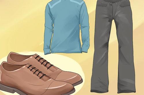 Trước hết, việc đầu tiên của hành khách khi chuẩn bị lên máy bay là luôn ở trong tâm thế: Chuẩn bị cho một chuyến bay an toàn.Trang phục thoải mái: Bạn cần phài giữ ấm nếu sống sót sau một vụ tai nạn. Ngay cả khi nhiệt độ ngoài trời nắng nóng, cơ thể của bạn càng được bảo vệ nhiều lớp khi va chạm, bạn càng ít có khả năng bị thương nặng hoặc bỏng. Áo thun dài tay, quần dài, giày có dây buộc chắc chắn là những món đồ được gợi ý cho hành khách. Quần áo quá phức tạp như nhiều dây rút, giày quá lỏng lẻo có thể gây rủi ro cho bạn trên đường thoát hiểm, vì có thể vướng vào các chướng ngại vật khác.