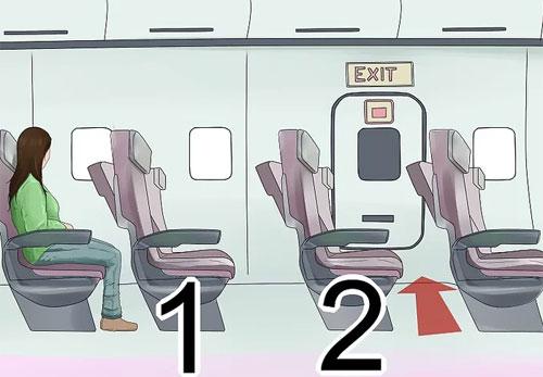 Đếm số lượng ghế giữa ghế của bạn cho đến cửa thoát hiểm.Nếu phi cơ của bạn bốc lửa, khói mù mịt khắp cabin, bạn sẽ không thể dùng mắt để di chuyển. Lúc đó, việc nhớ số hàng ghế và nhắm mắt để đi theo sẽ dễ dàng hơn với bạn rất nhiều. Với nhiều người, họ còn cẩn thận viết con số đó lên tay, phòng trường hợp quên.