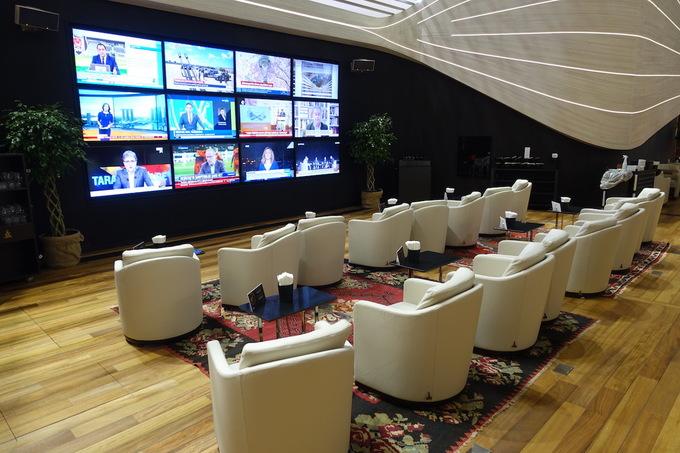 Phòng chờ như khách sạn 5 sao trong sân bay lớn nhất thế giới