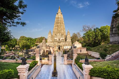 Chùa Đại Giác Ngộ cao 52 m, nơi được coi là vô cùng linh thiêng ở Ấn Độ, nằm tại Bồ Đề Đạo Tràng. Cội Bồ Đề nằm ở phía tây ngôi chùa. Ảnh: Goibibo.