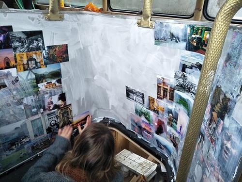 Tiệm bánh mì Việt trong xe buýt hai tầng ở Anh - ảnh 6