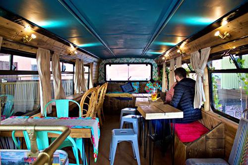 Tiệm bánh mì Việt trong xe buýt hai tầng ở Anh - ảnh 5