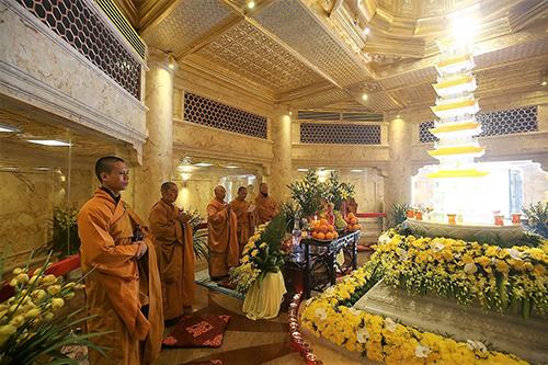 Đoàn đại biểu Vesak quốc tế làm lễ cầu an trên đỉnh Fansipan - ảnh 4
