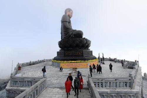 Đoàn đại biểu Vesak quốc tế làm lễ cầu an trên đỉnh Fansipan - ảnh 2