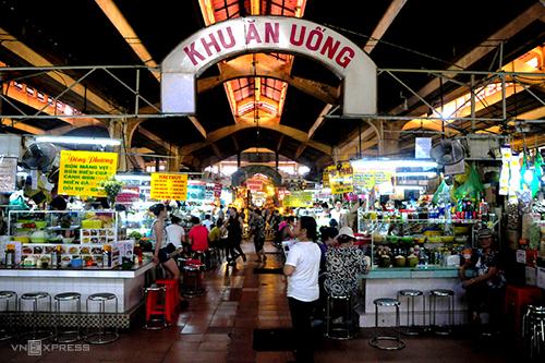 Quán bánh bèo hơn 20 năm đông khách ở chợ Bến Thành - ảnh 3