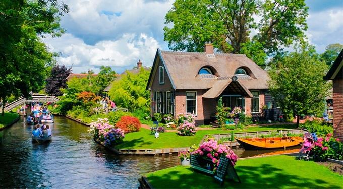 Ngôi làng không đường đi đẹp như cổ tích ở Hà Lan