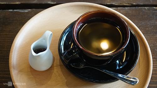Quán cà phê ở Sài Gòn cho khách tự pha chế như làm thí nghiệm - ảnh 2