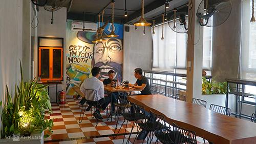 Quán cà phê ở Sài Gòn cho khách tự pha chế như làm thí nghiệm - ảnh 3