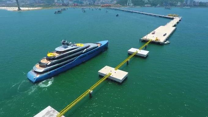 Bên trong du thuyền 150 triệu USD của tỷ phú Anh đến Việt Nam