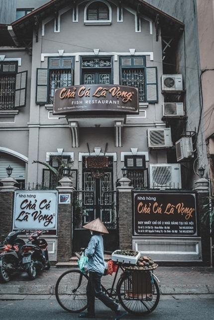 Dù có nhiều thương hiệu chả cá ra đời ở Hà Nội, hương vị bí truyền qua nhiều thế hệ của gia tộc họ Đoàn vẫn khiến thực khách nhớ mãi.