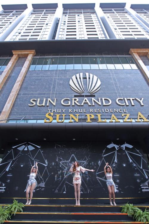 Sun Plaza Thụy Khuê thu hút khách tham quan, mua sắm ngày khai trương - ảnh 2