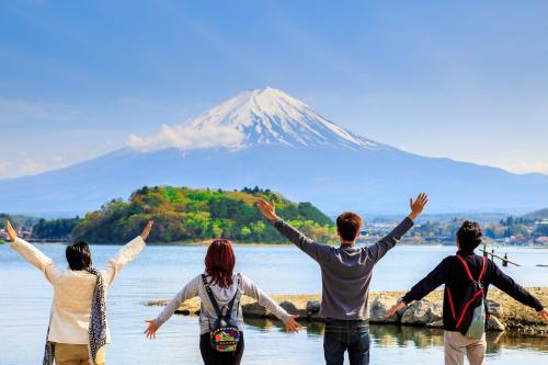 Du lịch là dịp lưu giữ lại những khoảnh khắc quý giá khi mọi người sum vầy bên nhau.