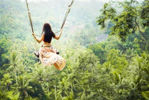 Trải nghiệm đu dây Bali Swing khi du lịch Indonesia - ảnh 1