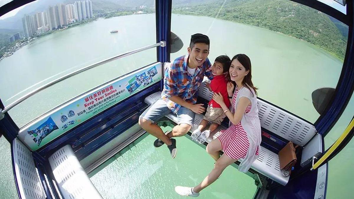 Cáp treo đáy kính khiến khách ''tim đập chân run'' ở Hong Kong - Du Lịch