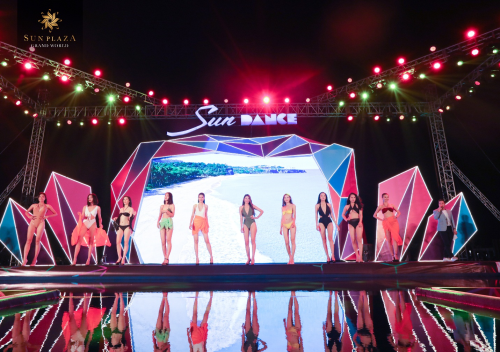 Đêm Sun Dance mở màn với bikini show