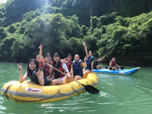 Ngoài trải nghiệm du lịch đó đây, bạn sẽ nhận sự đồng hành của bạn bè và những người cùng đoàn.