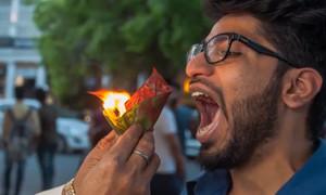 Tiệm bánh nơi đầu bếp châm lửa bỏ miệng khách ở Ấn Độ