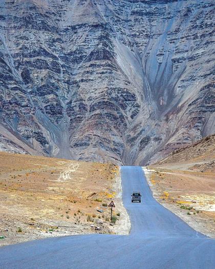 Bí ẩn về nơi ôtô tắt máy tự chạy lên dốc ở Ấn Độ - ảnh 2